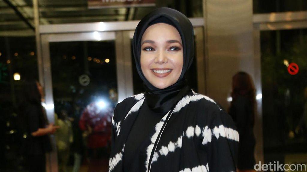 Cerita Haru Dewi Sandra Tentang Kehidupan Muslim di Spanyol