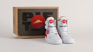 Wah, Pesan Pizza Kini Bisa Pakai <i>Sneakers</i> Keren!