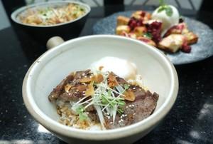 Mencicip Donburi Striploin Steak Beraroma Truffle dan Tuna Poke Segar