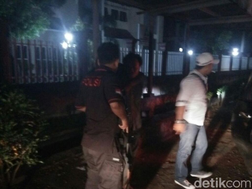 Tangkap Pencuri di Lombok, Polisi Sempat Bentrok dengan Warga