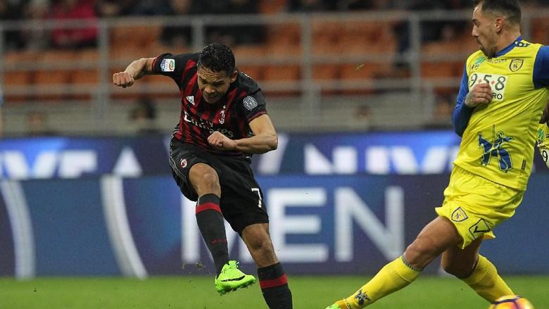 """Bandar Bola - Dua Gol Dari Bacca Bantu AC Milan Kalahkan Chievo"""