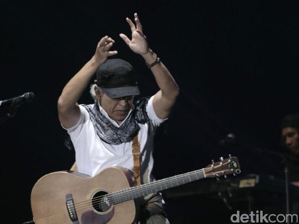 Lirik dan Chord Lagu Tince Sukarti Binti Machmud dari Iwan Fals