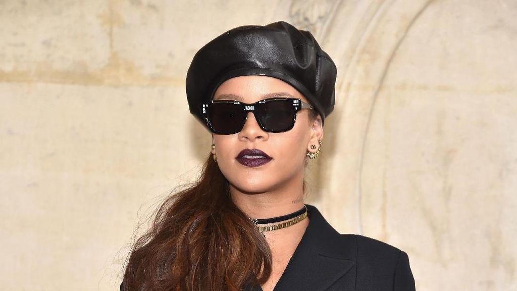 Foto: Gaya Stylish Selebriti Dunia di Show Dior Paris Fashion Week