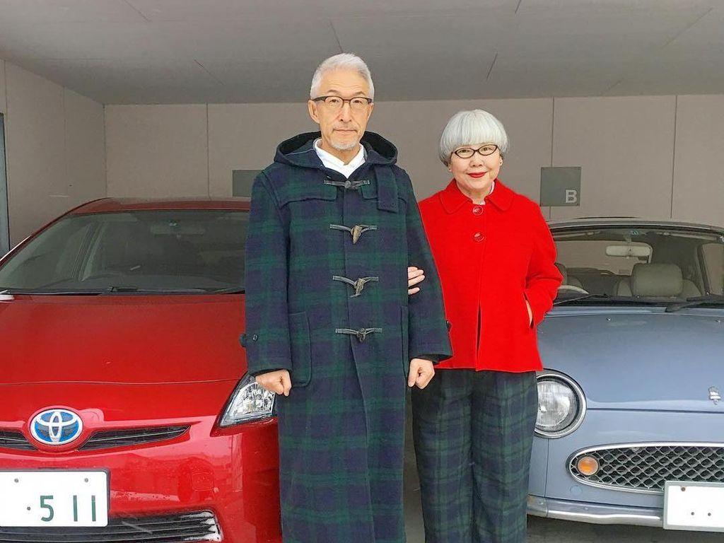 Suka Pakai Baju Kembar, Nenek-Kakek Stylish Ini Viral di Instagram