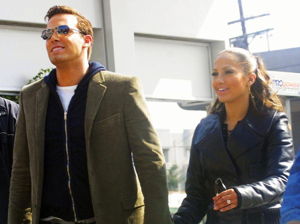 Ben Affleck Pakai Lagi Jam Tangan yang Diberikan Jennifer Lopez Pada 2002