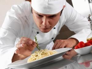 Ini Empat Kesalahan Menangani Makanan yang Mungkin Dilakukan Chef di Restoran