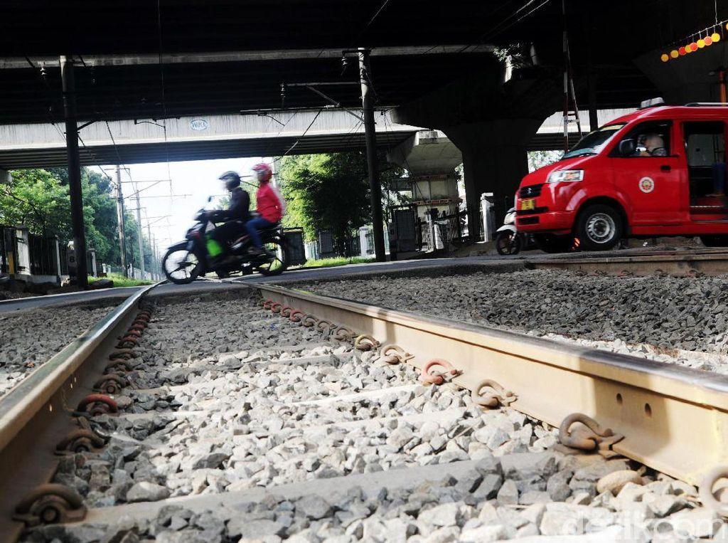 Pelintasan Kereta Pisangan Lama dan Stasiun Cakung Ditutup Mulai Besok