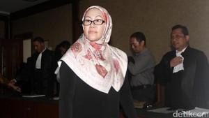 Ratu Atut Bantah Perintahkan Bawahan Teken Sorat Loyalitas