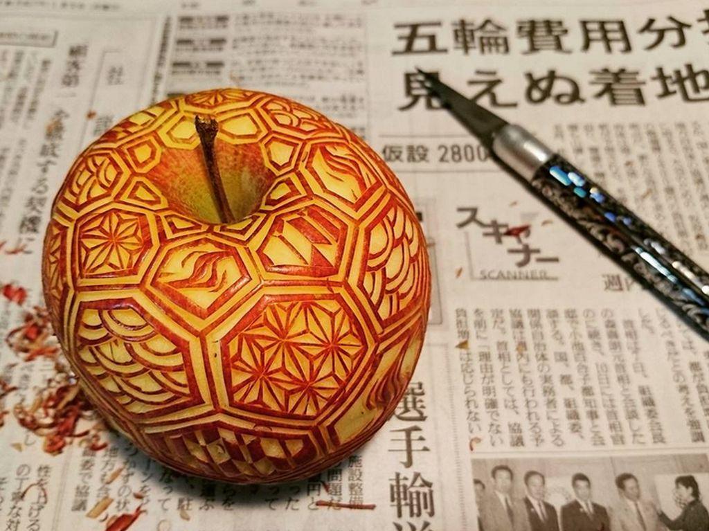 Wah, Seniman Jepang Ini Buat Ukiran Berpola Cantik di Atas Brokoli hingga Apel!