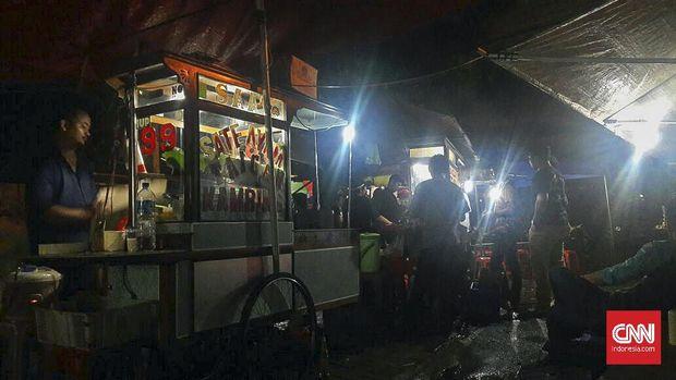 Sate Sambas, kuliner terkenal yang juga ramai dikunjungi oleh masyarakat.