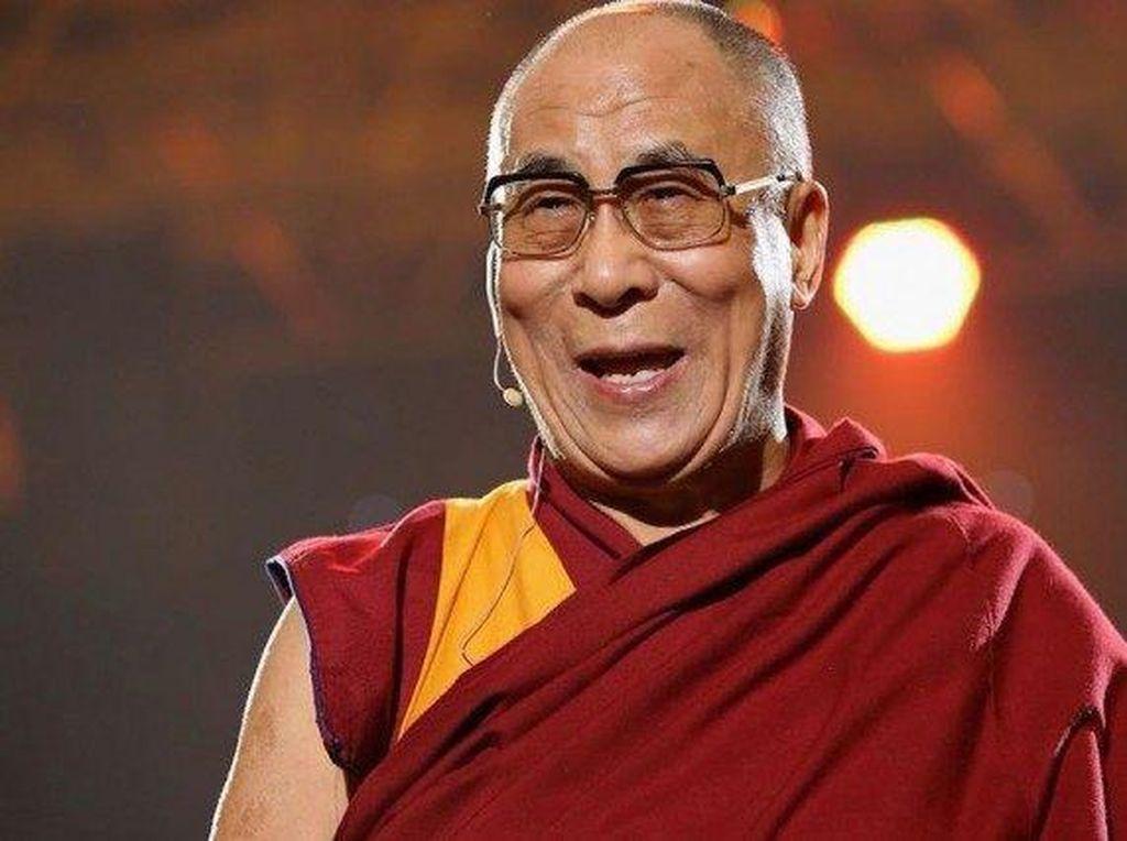 Dalai Lama Mengalami Infeksi Dada, Ini Berbagai Kemungkinan Penyebabnya