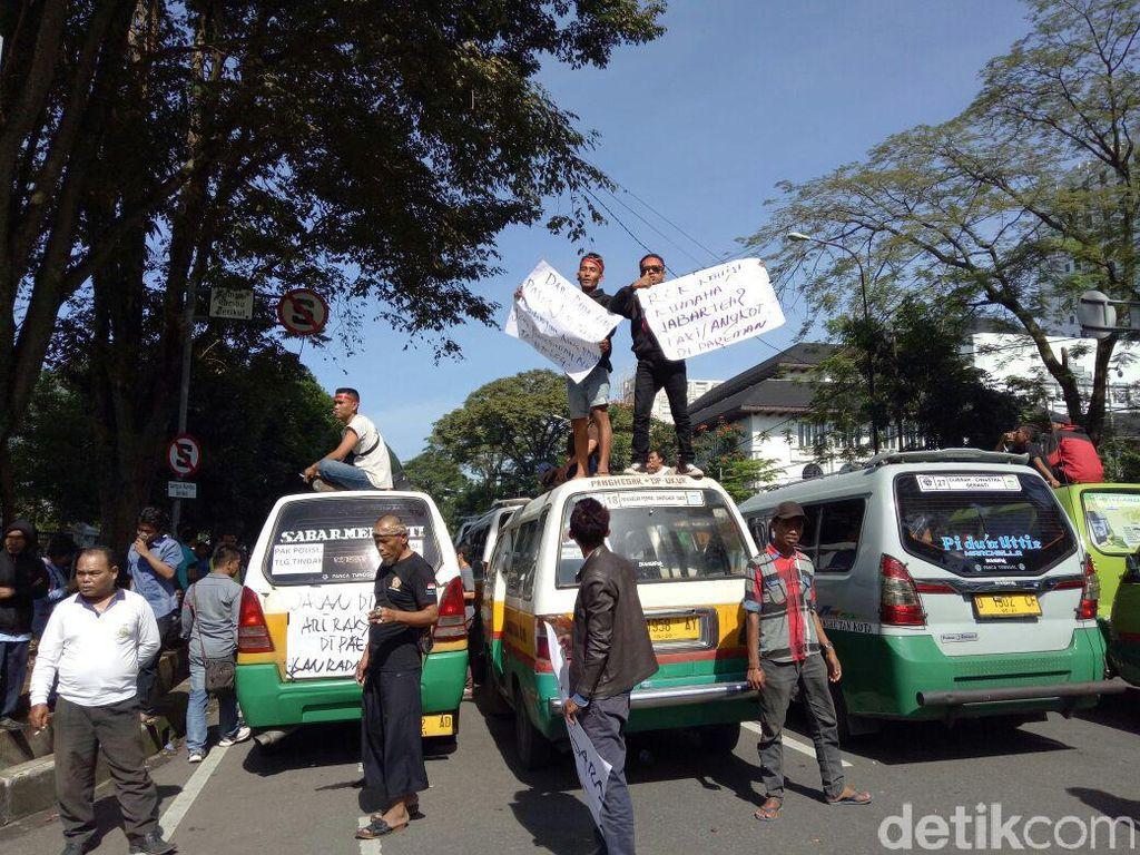 Pemkot Bandung Siapkan Mobil Dinas Antisipasi Sopir Angkot Demo