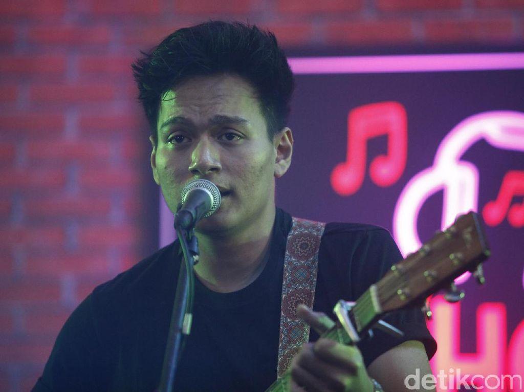 Rendy Pandugo Belajar Bikin Lagu Bahasa Indonesia dari Tulus