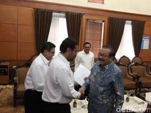 Gubernur Jatim Minta PTPN X Kembangkan Produksi Tebu di Madura