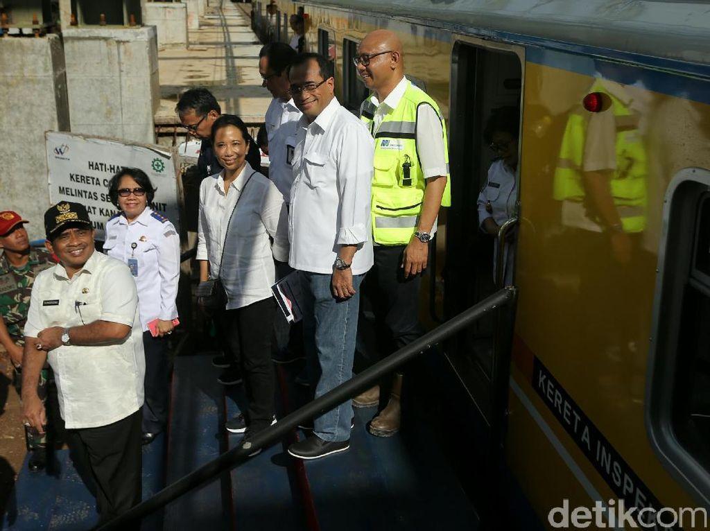 Menteri Rini dan Budi Kunjungi Proyek Stasiun Soedirman Baru