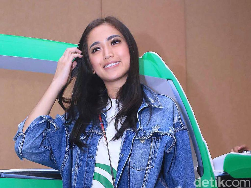 Makin Ribut, Jessica Iskandar Tahan Komentar