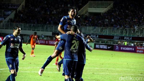 Arema Boyong 20 Pemain ke Bandung