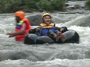 Uji Adrenalin Lewat River Tubing di Sungai Argo Puro Probolinggo