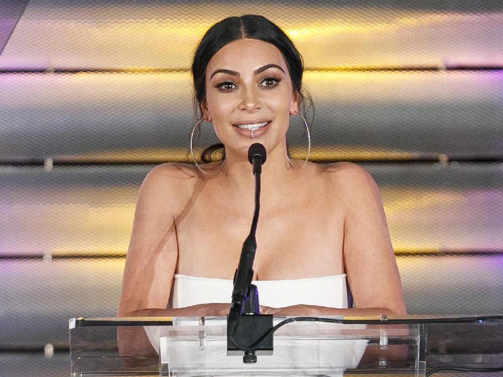 Hiii.. Wajah Kim Kardashian Dibekam Demi Awet Muda