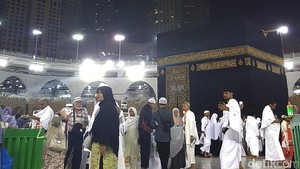Foto-foto Masjidil Haram Dari Malam Menuju Pagi, Penasaran?