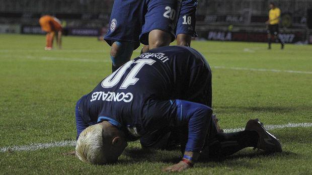Eva mengatakan Cristian Gonzales terus berusaha menjadi mualaf yang sempurna. (ANTARA FOTO/Sigid Kurniawan)