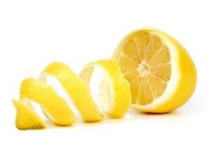 Jangan Dibuang, Manfaatkan Kulit Lemon dengan Cara Ini