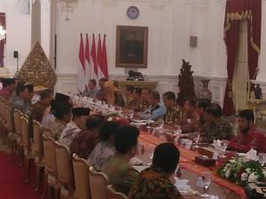 Jokowi: Rokok Peringkat Kedua dalam Konsumsi Rumah Tangga Miskin