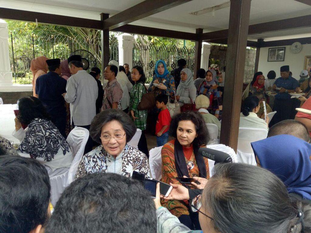 Keluarga Peringati Haul Bung Hatta Ke-37 di TPU Tanah Kusir