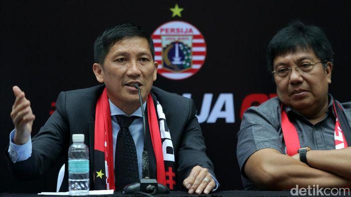 Ferry Paulus (kiri) akan mengemban peran yang ditinggalkan Gede Widiade (kanan) di Persija Jakarta. Foto: Agung Pambudhy