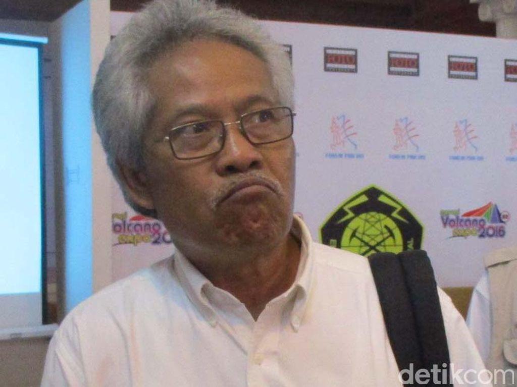 Mbah Rono Yakin Suara Dentuman Berasal dari Erupsi Anak Krakatau