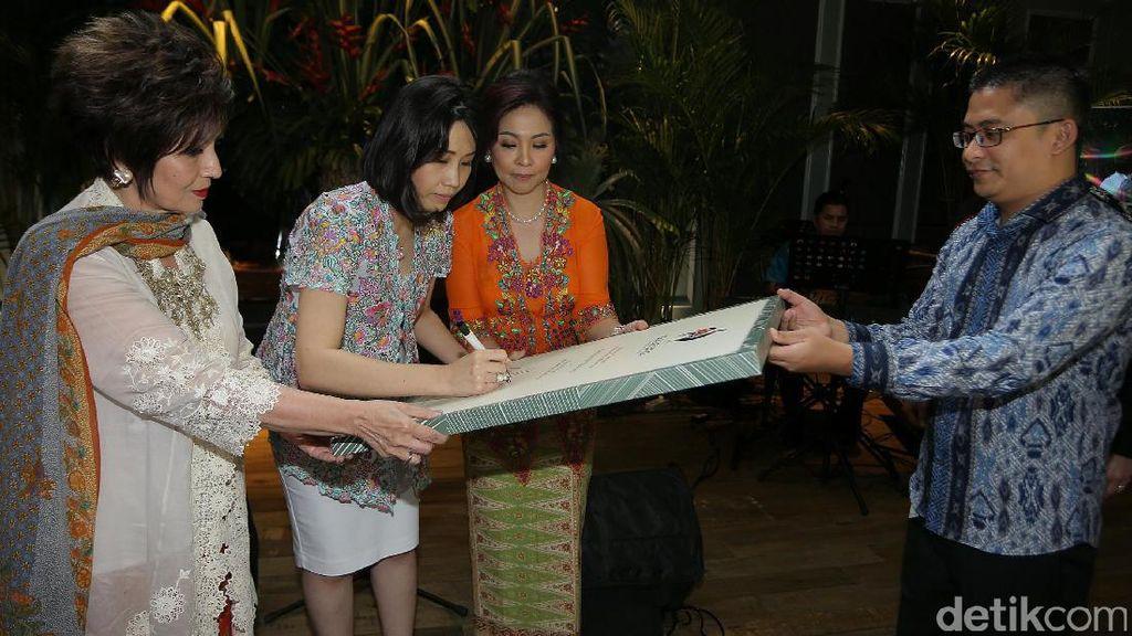 Veronica Tan Resmikan Suasana Indonesian Cuisine