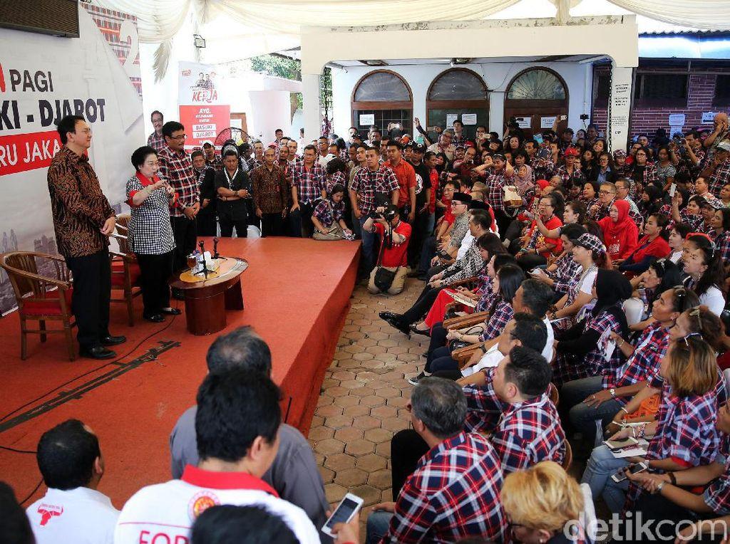 Megawati Beri Arahan ke Relawan Ahok-Djarot