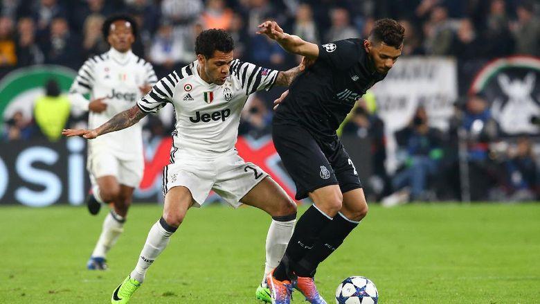 Dani Alves Berharap Tak Bertemu Barca