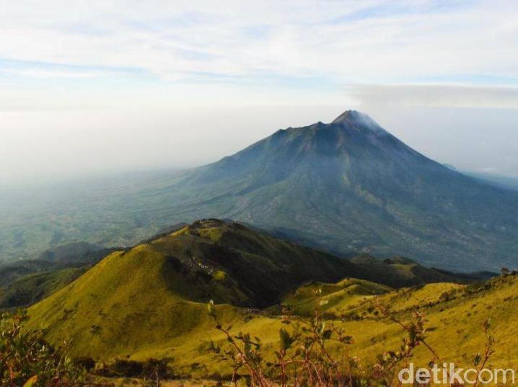 Kebakaran Gunung Merbabu Padam, Jalur Pendakian Masih Ditutup