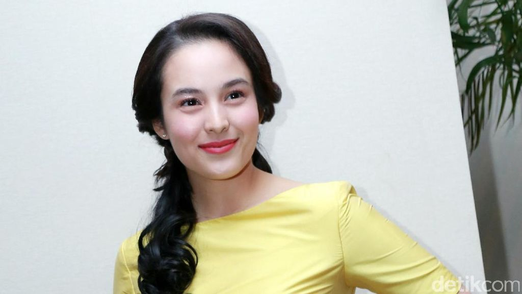 Chelsea Islan Donasikan Buku Bersama Beauty and The Beast