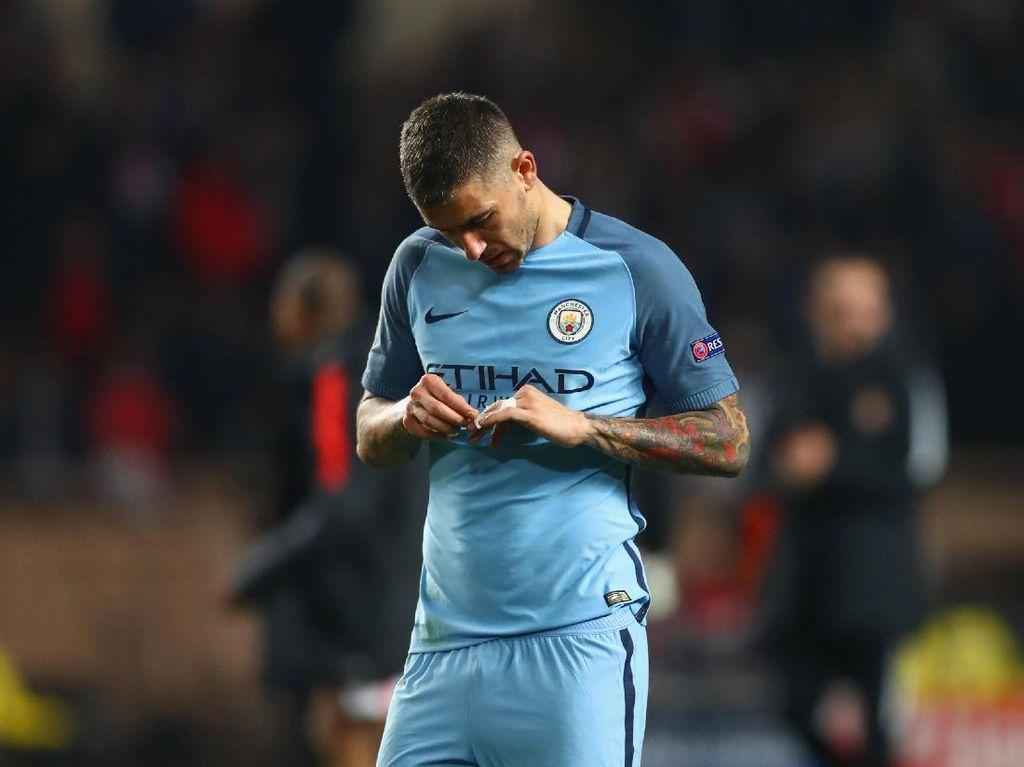 Guardiola Persilakan Kolarov ke AS Roma