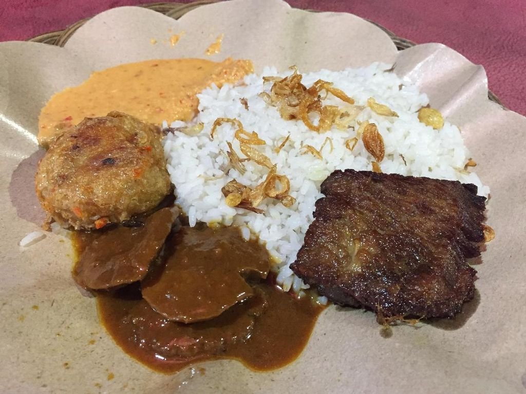 Nasi Uduk Betawi hingga Beefsteak Maknyus Ada di Jalan Jatiwaringin