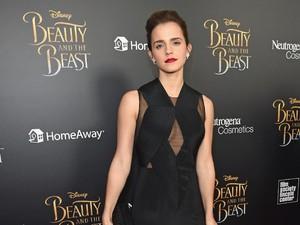 Sneakers Putih Ini Jadi Favorit Emma Watson di Premier Beauty and the Beast