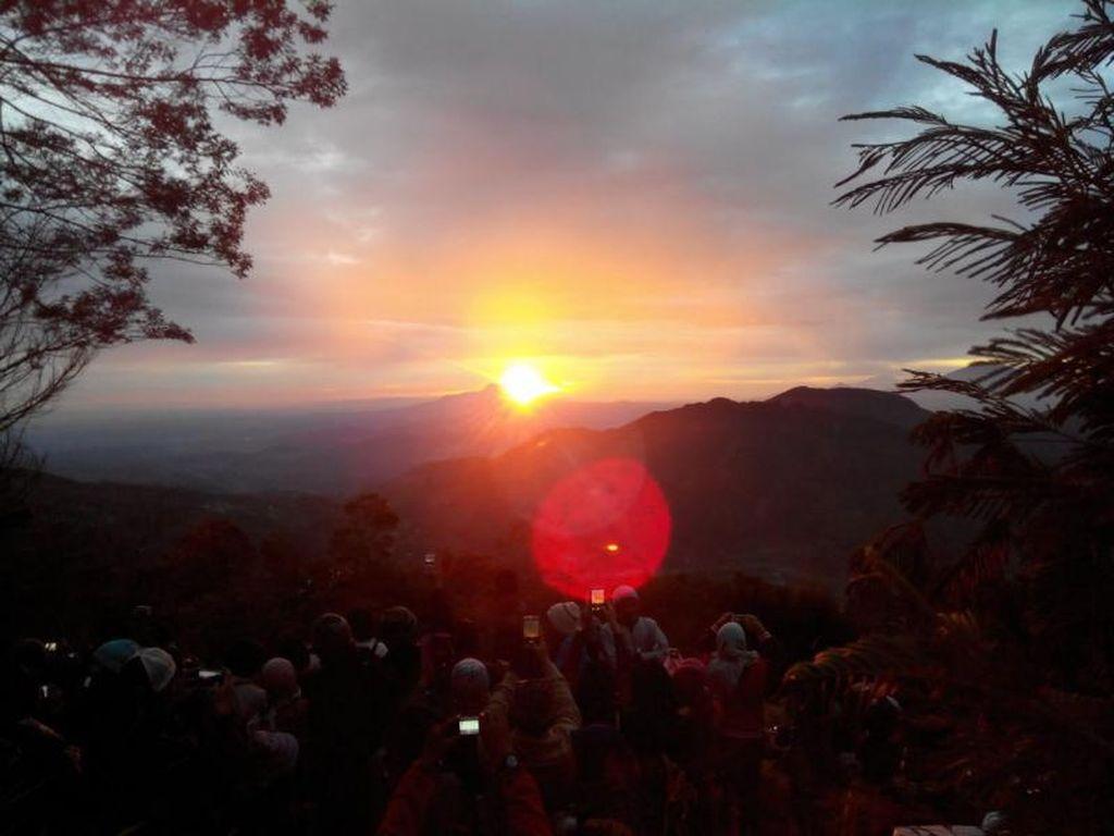 Kawah Sileri Meletus, Bukit Sikunir Dieng Masih Aman Dikunjungi
