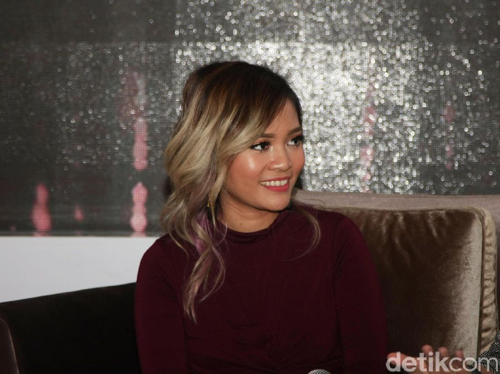 Tips Jadi Beauty Vlogger Terkenal dari Rachel Goddard dan Ini Vindy