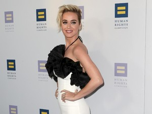 <i>Sexy and Chic</i>! Penampilan Katy Perry Bergaun Hitam-Putih