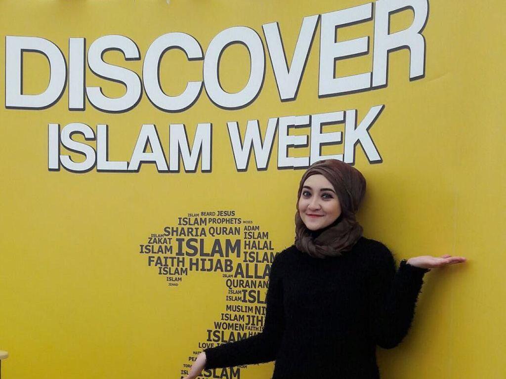 Cerita Hijabers Indonesia yang Ajari Mahasiswi Inggris Berjilbab