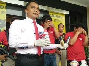 Polisi Bongkar Praktik Pembuatan Parfum Palsu