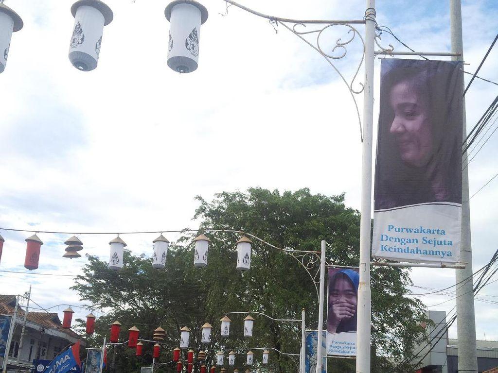 Di Purwakarta, Foto Pelajar Berprestasi Mejeng di Jalan Protokol