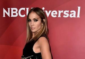 Tak Doyan Ngopi Jadi Rahasia Cantik Kulit Jennifer Lopez