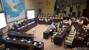 Komisi II Lanjutkan Rapat dengan KPU-Bawaslu Bahas Pilkada 2017