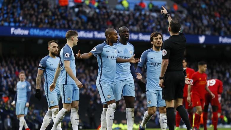 Para Pemainnya Ramai-ramai Protes Penalti, City Didakwa FA
