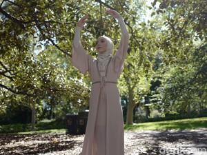 Misi Utama Balerina Berhijab Pertama di Dunia Stephanie Kurlow ke Jakarta