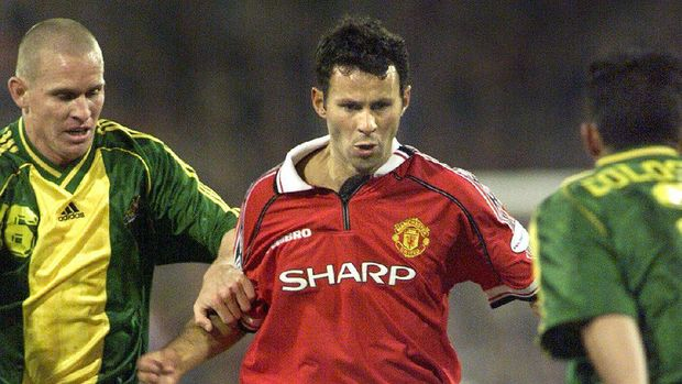 Manchester United's Ryan Giggs (C) weaves his way through Australian defenders Kasey Wehrman (L) and Simon Colosimo (R) during their match at the Melbourne Cricket Ground (MCG) in Melbourne15 July 1999. Manchester United won the match 2-0 will play the second match against Australia in Sydney 18 July at the new Olympic Stadium with a crowd in excess of 80,000 expected to attend.    (ELECTRONIC IMAGE)  AFP PHOTO/William WEST / AFP PHOTO / WILLIAM WEST