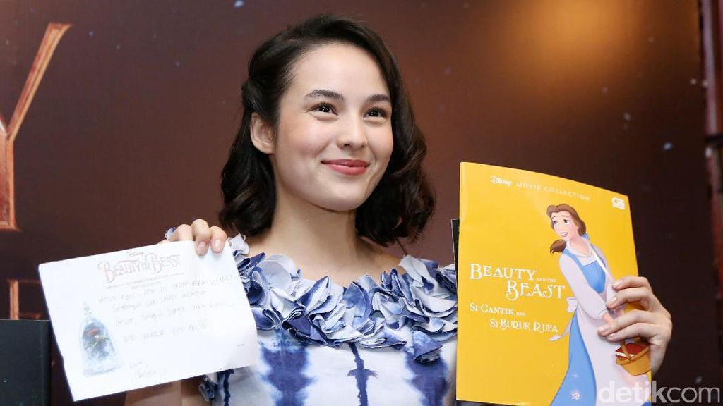 Beauty in Blue! Manisnya Chelsea Islan